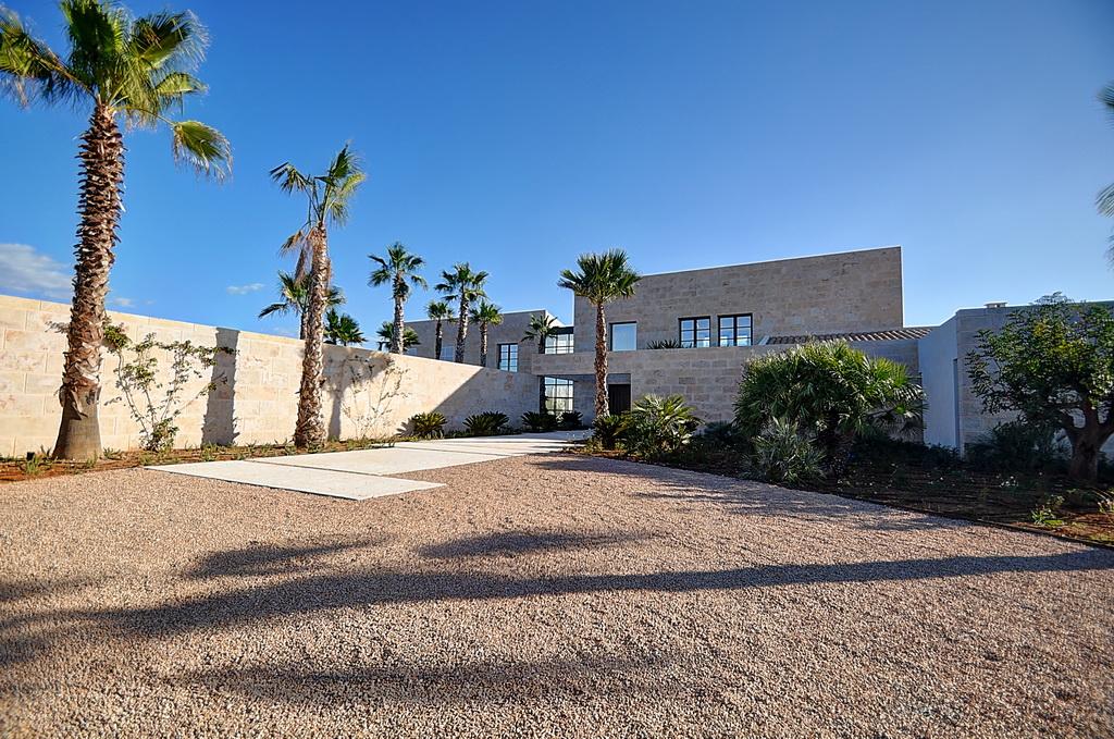Modern-villa-in-Cala-Llombards
