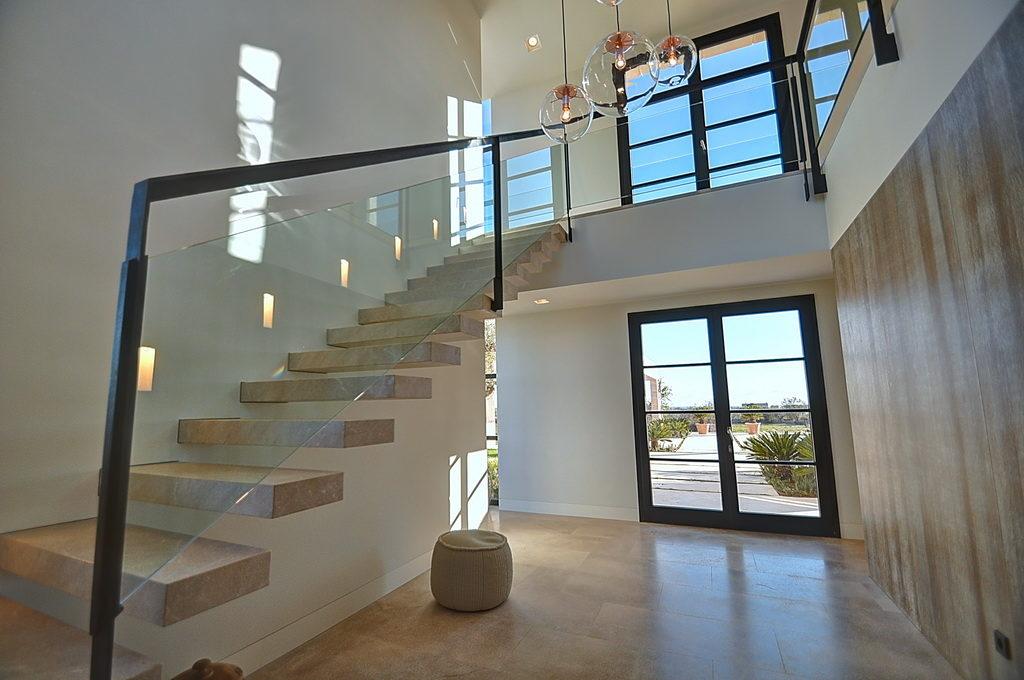 Moderne-Villa-in-Cala-Llombards
