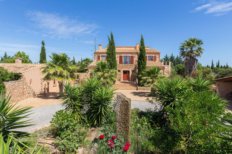 Geschmackvolle Natursteinfinca mit schöner Aussicht und Gästehaus nahe Felanitx