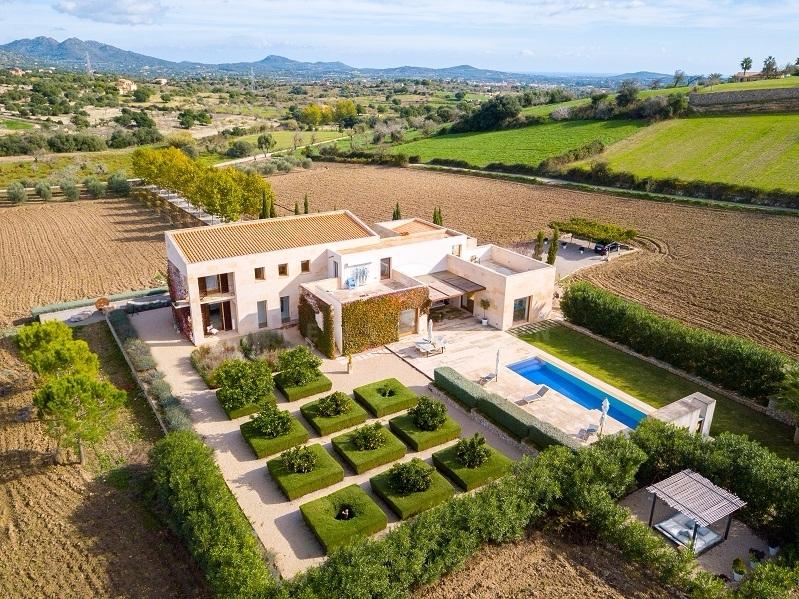 Modernes, außergewöhnliches Landhaus