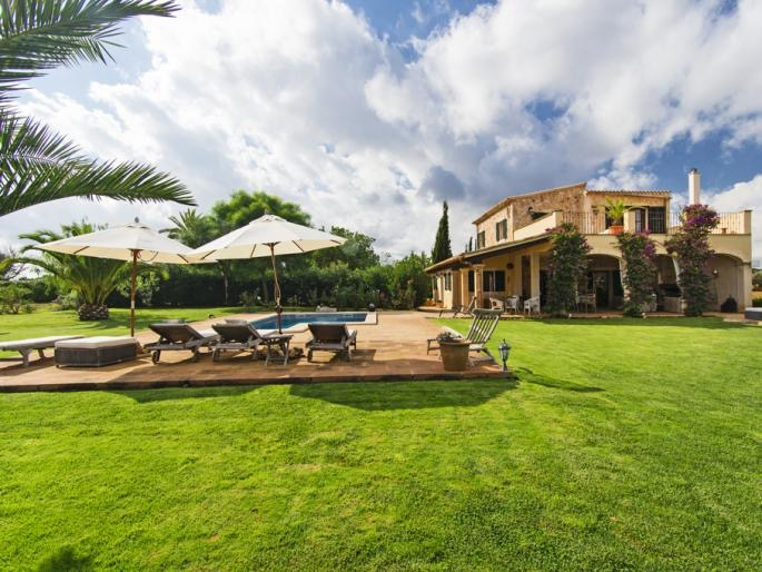 Natural Stone Finca with panoramic views and guest house