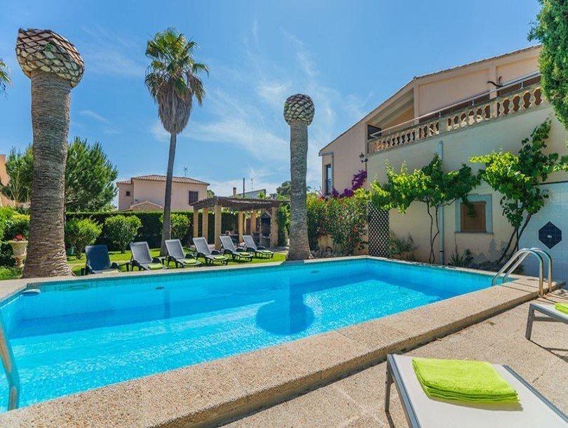 Schöne Villa mit Pool in bester Lage in Portocristo