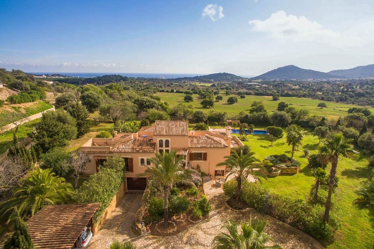 Exclusive and tasteful sea-view finca with holiday rental license and saltwater pool