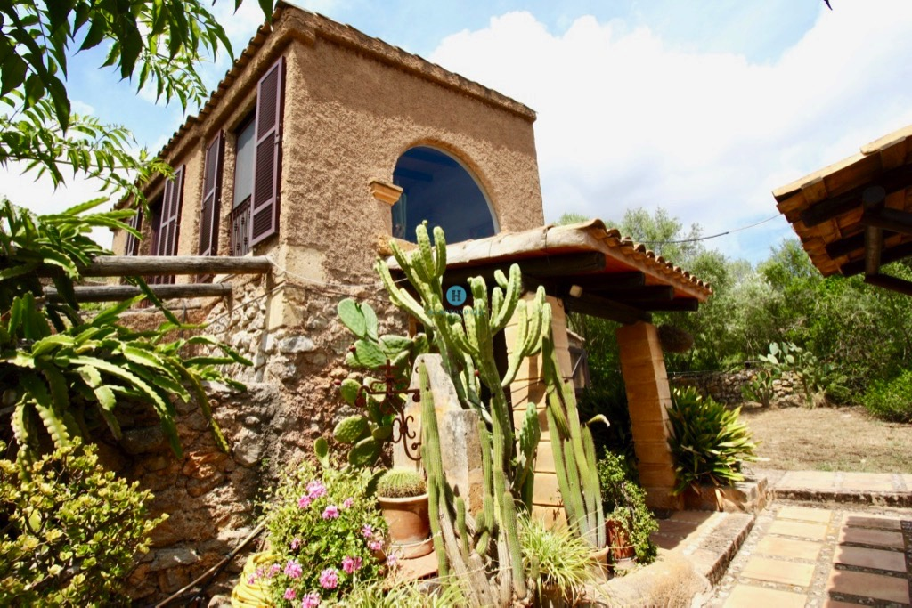 Enchanting romantic finca with pool and rental license near Arta