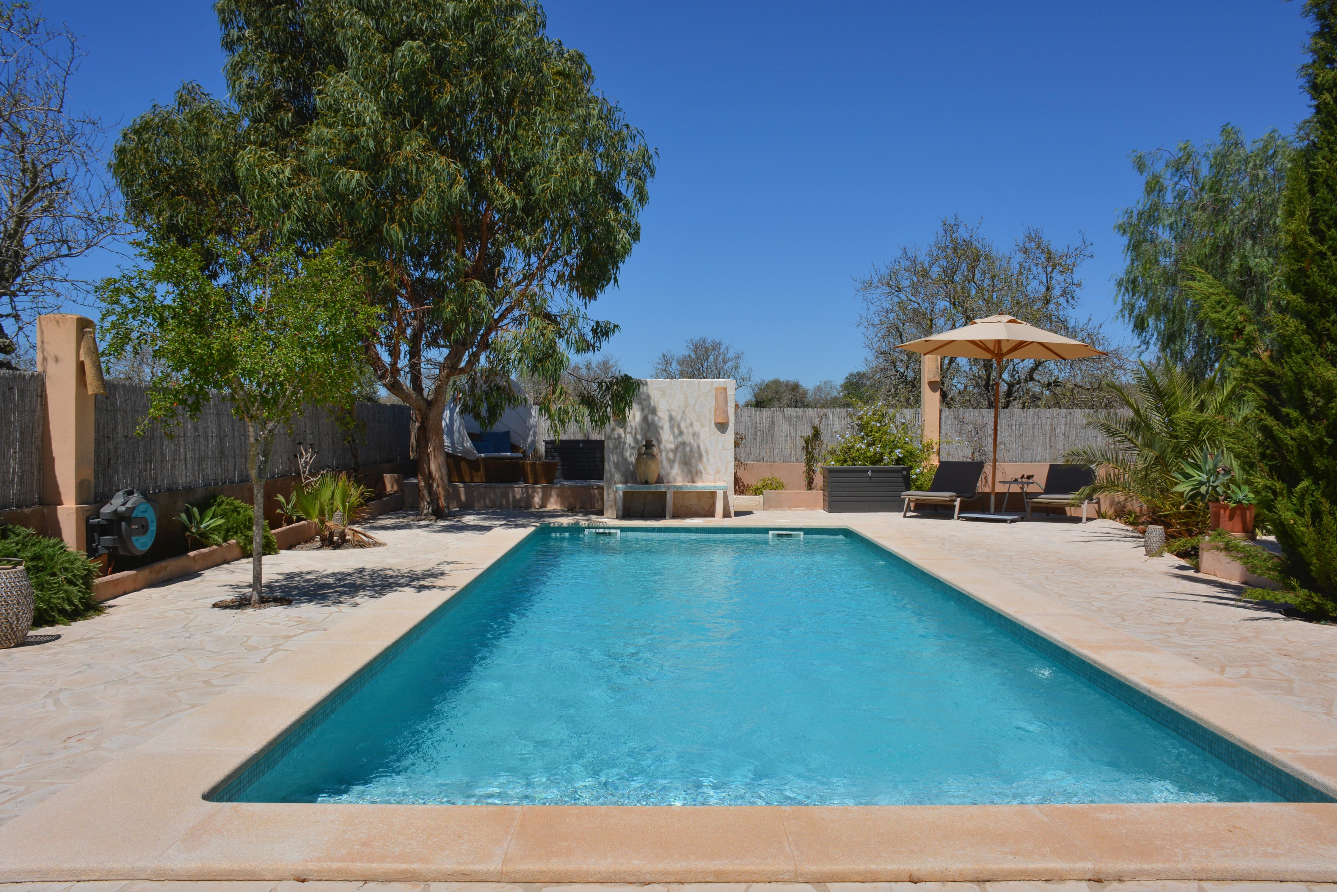 Exklusives Chalet mit großem Pool in Cala Llombards