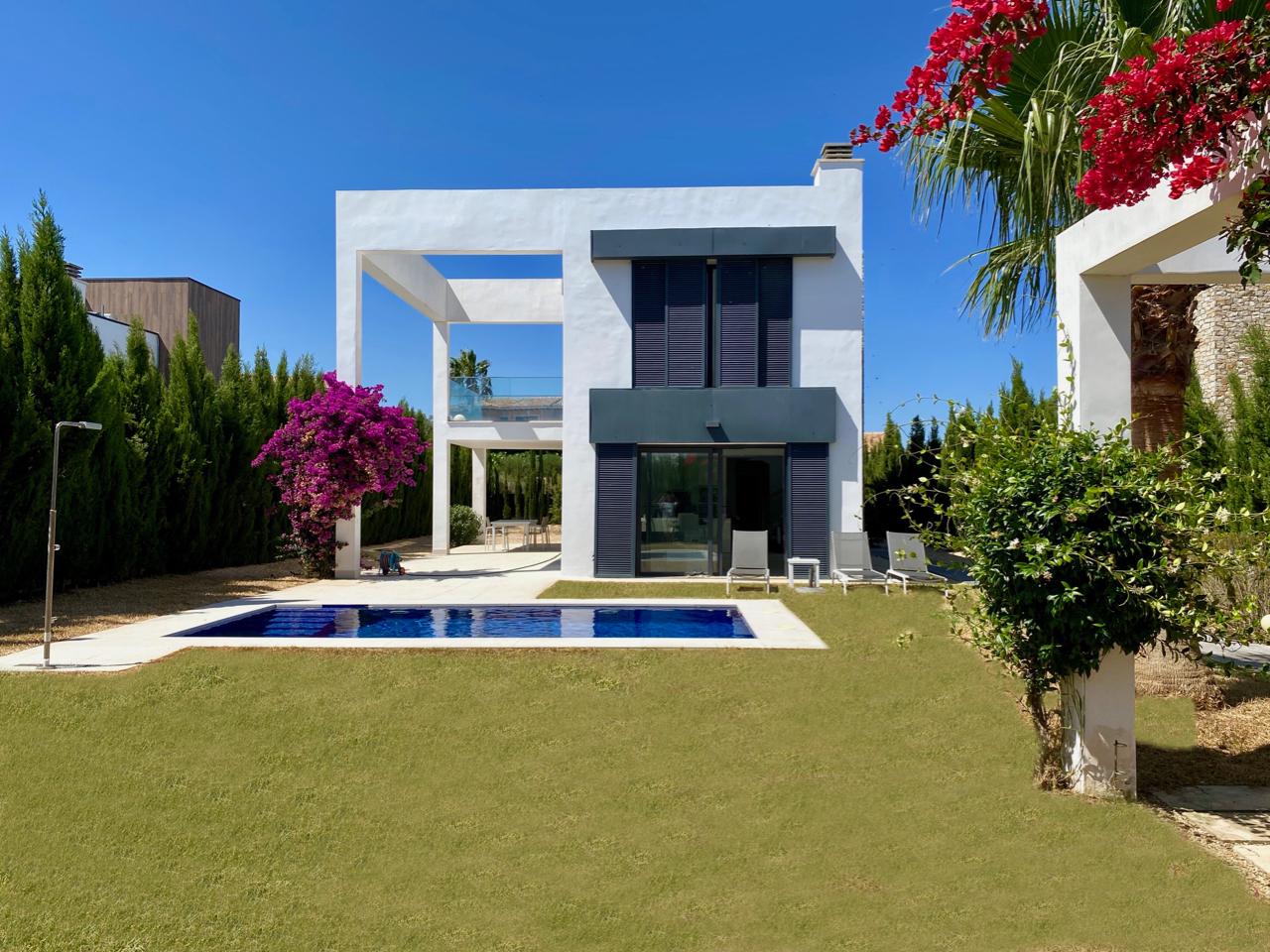 Moderne Villa nahe am Meer in der Cala Murada